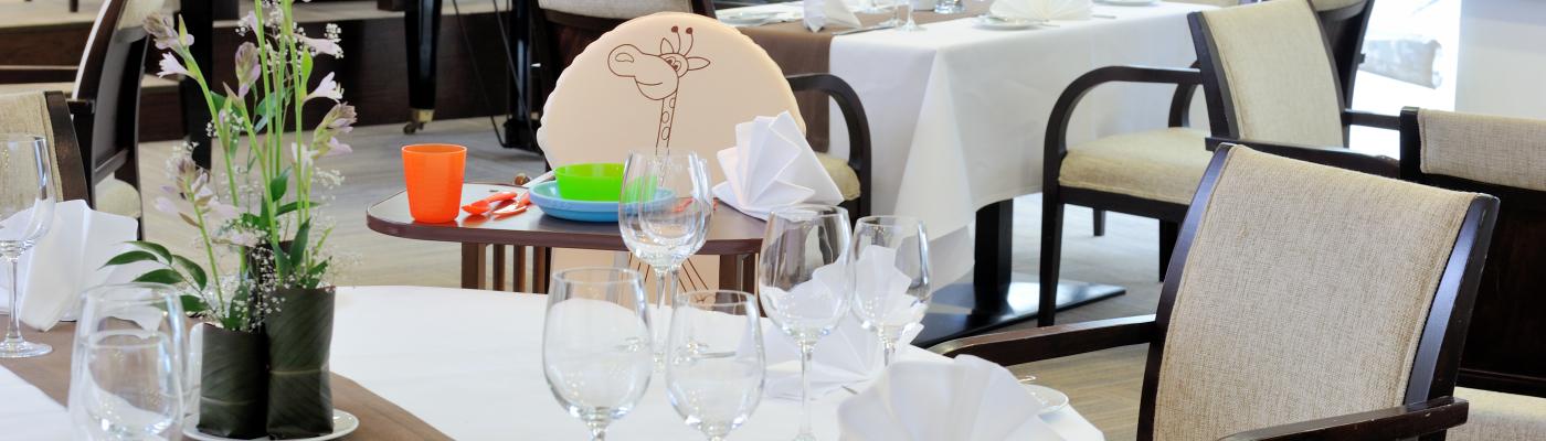 Restauracja-3V6_4463_1400x400_acf_cropped